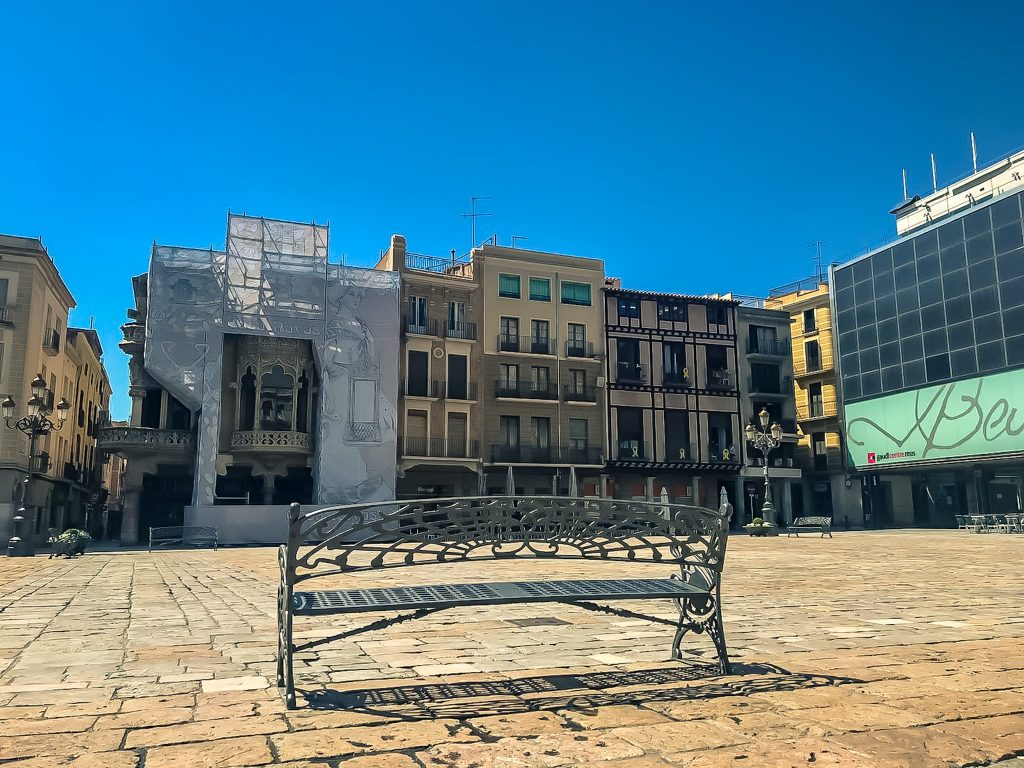 Coronavirus a Reus, plaça Mercadal i Casa Navàs..